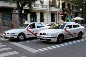 Taxistas, peluquerías y bares, entre los más afectados por la economía sumergida