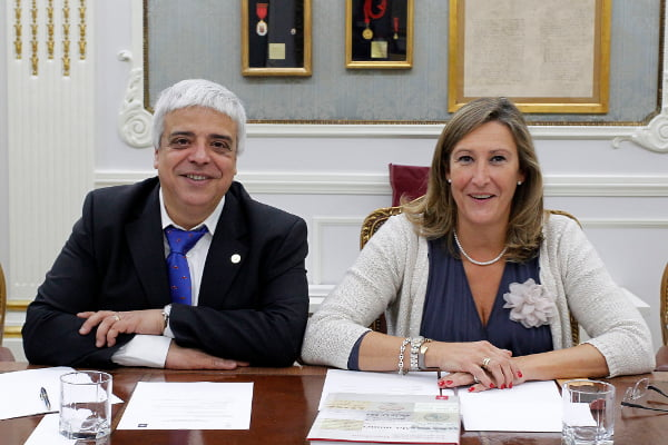 Los colegios de abogados de Madrid y Barcelona se reúnen para analizar el cambio de ministro