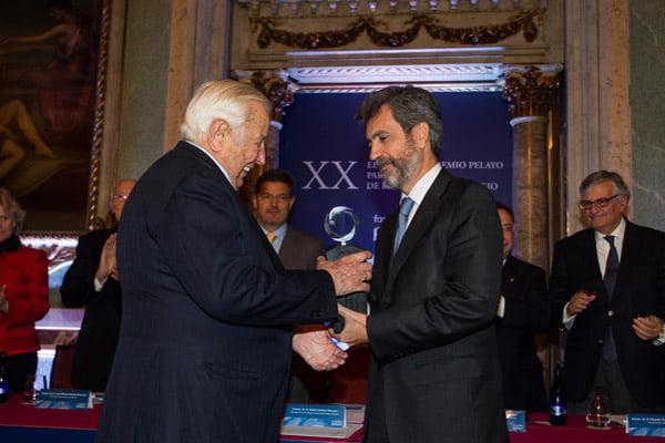 Manuel Olivencia, Premio Pelayo para juristas de reconocido prestigio