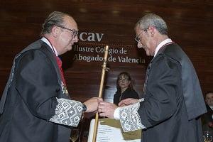 Bonmatí toma posesión como nuevo decano de los abogados valencianos