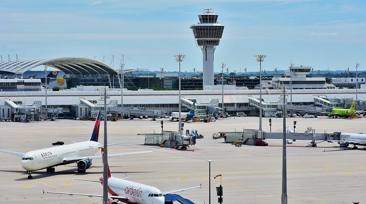 La compensación por retraso o cancelación de un vuelo debe calcularse sin incluir las escalas