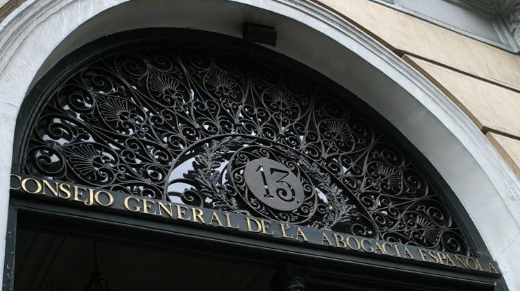 El Consejo General de la Abogacía rechaza entregar los datos de los letrados a la AEAT