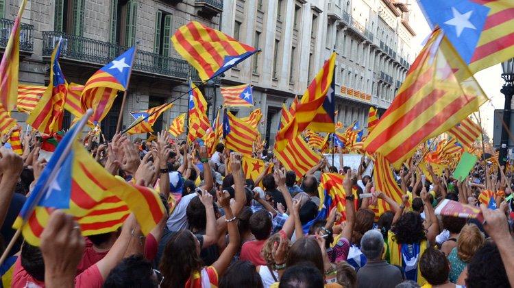 Enfrentamiento político y jurídico por las decisiones del Gobierno Catalán a favor de la ley del referéndum de Cataluña