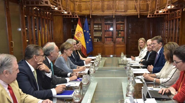 Catalá aborda con abogados, procuradores y graduados sociales los desafíos del nuevo curso