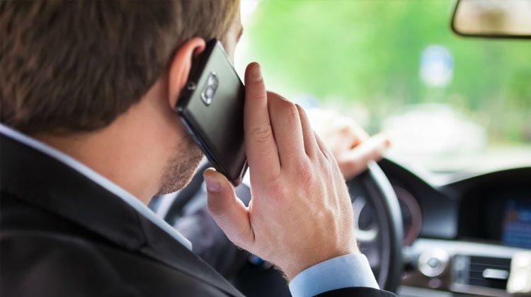 Lo conductores que causen accidentes por uso del móvil responderán con su patrimonio en caso de accidente