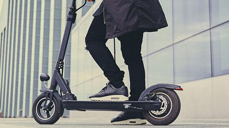 Normativa y educación vial para los usuarios, indispensables para la circulación de los patinetes eléctricos